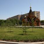 Начало озеленения ландшафта часовни в 1 гор. больнице